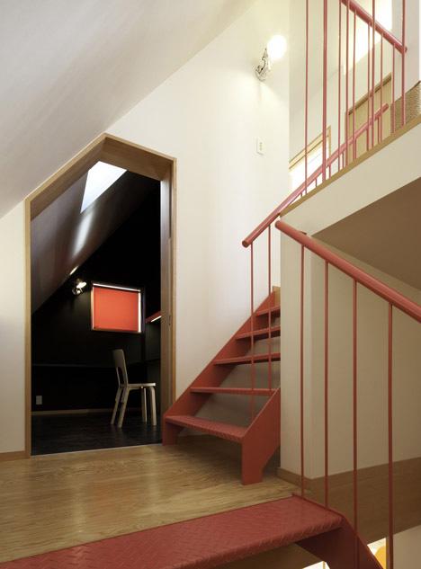 Escalera de acceso al último piso