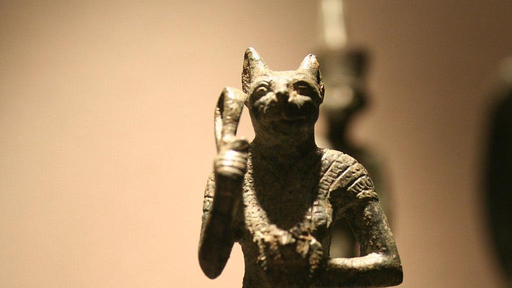 figura de bastet, diosa egípcia protectora de los hogares y templos