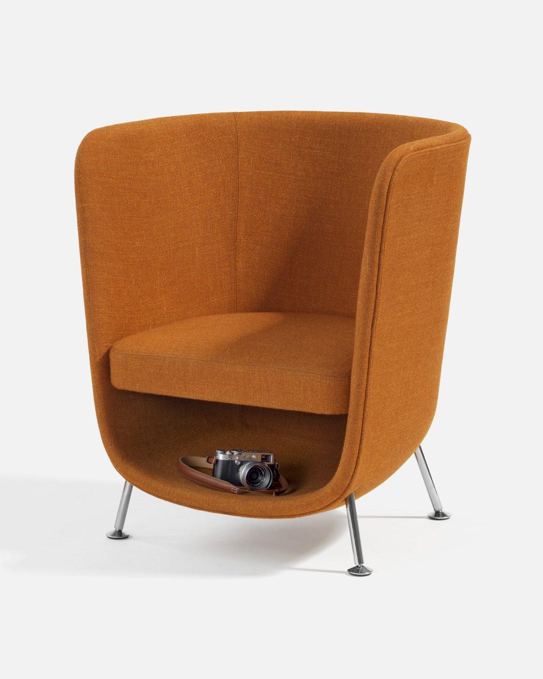 Sillon de diseño Pocket Chair con espacio debajo del asiento para que el gato y humano puedan hacer cocooning juntos
