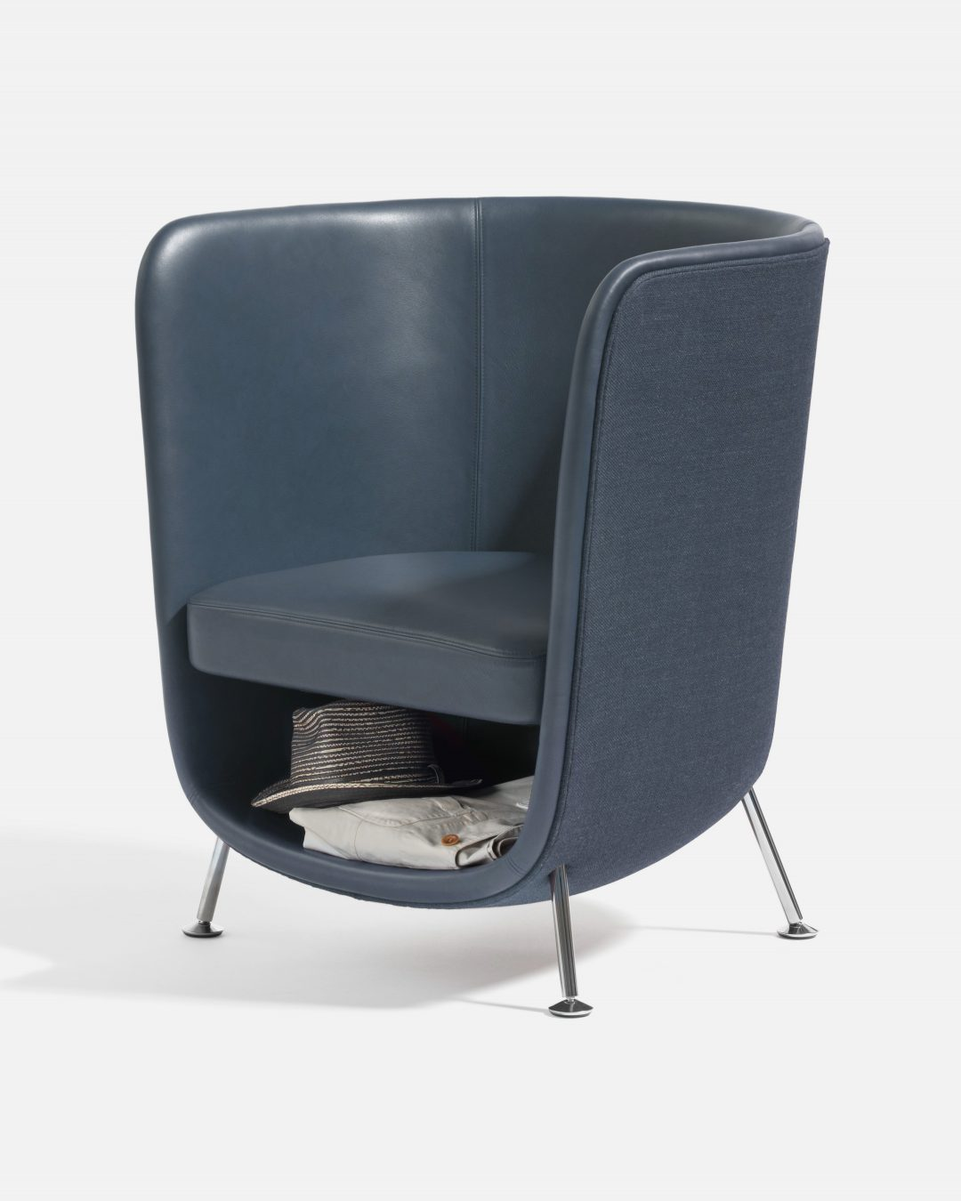 design-chair in grey for cats and humans with space under the seat for the cat